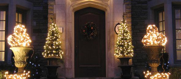 Christmas Lights On Stone Wall : Holiday Lights Tom s Outdoor LivingTom s Outdoor Living